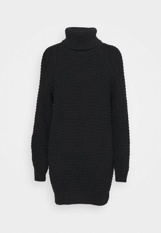 SWEATER OSLO - Pletené šaty - black