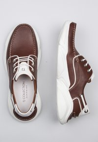 TJ Collection - Boat shoes - tan - 1