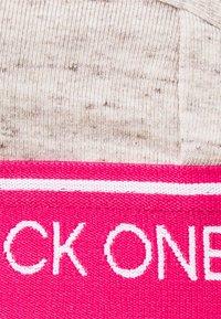 Calvin Klein Underwear - ONE UNLINED TRIANGLE AVERAGE - Sujetador sin aros - buff heather/egally kim - 5