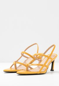 NA-KD - POINTY SOLE TOE STRAP  - Sandales - yellow - 3