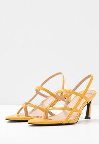 NA-KD - POINTY SOLE TOE STRAP  - Sandály - yellow - 3
