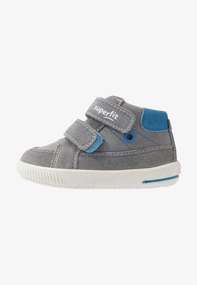 MOPPY - Baby shoes - grau