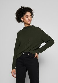 Anna Field - Diagonal jumper with grown on collar - Trui - jungle green - 0