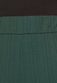 Monki - CILLA TROUSERS - Bukse - dark green - 4