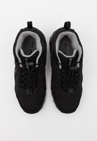 Columbia - YOUTH FIRECAMPMID 2 WP UNISEX - Hiking shoes - black/monument - 3