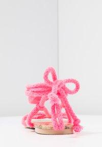 Public Desire - MOJITO - Sandály s odděleným palcem - pink - 5