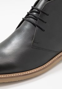 Jacamo - EXTRA WIDE FIT CHUKKA - Casual lace-ups - black - 5