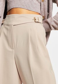 River Island - BALLOON SHAPED PEG  - Trousers - cream - 4