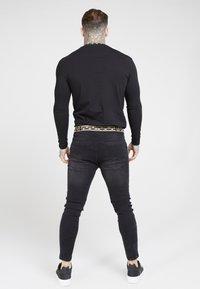 SIKSILK - LONG SLEEVE CHAIN TAPE COLLAR GYM TEE - Maglietta a manica lunga - black - 2