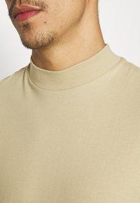 Topman - TURTLE 2 PACK - Basic T-shirt - white/beige - 6
