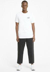 Puma - ESS SMALL LOGO TEE - T-shirt basic -  white - 1