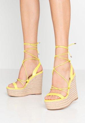 HULA - Sandály na vysokém podpatku - yellow neon
