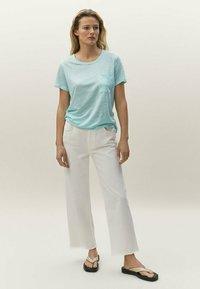 Massimo Dutti - Basic T-shirt - light blue - 1