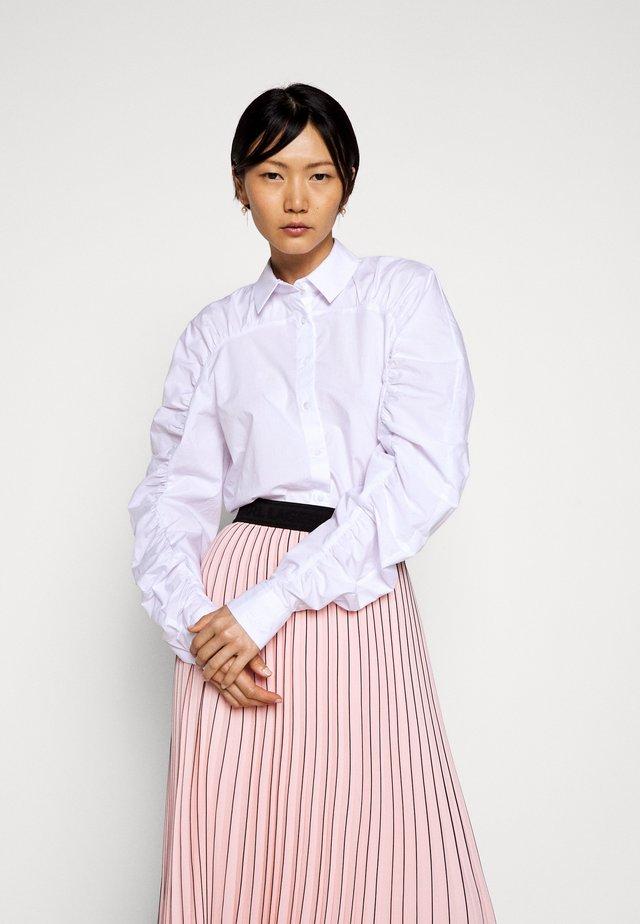 POPLIN BLOUSE GATHERING - Button-down blouse - white