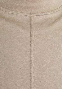 Filippa K - M. MARLON MOCK-NECK LONGSLEEVE - Long sleeved top - desert taupe - 7