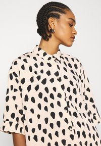 Monki - TAMRA BLOUSE - Button-down blouse - beige - 3