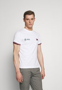 Tommy Hilfiger Tailored - TOMMY X MERCEDES-BENZ - Print T-shirt - white - 0