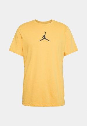 JUMPMAN CREW - T-shirt z nadrukiem - pollen/black