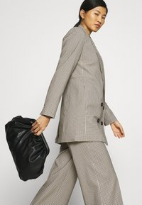 JUST FEMALE - KELLY TROUSERS - Bukse - taupe - 4