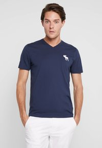 Abercrombie & Fitch - EXPLODED CREW VEE POP  - Printtipaita - navy with white moose - 0