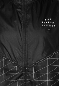 Nike Performance - M NK RUN DVN SHIELD FLASH JKT - Sports jacket - black / reflective silver - 2