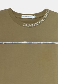 Calvin Klein Jeans - LOGO PIPING FITTED - Print T-shirt - green - 2