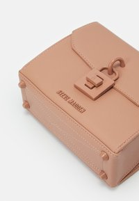 Steve Madden - BELAINEL SHOULDERBAG - Handbag - nude - 3