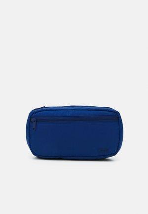 MEDIUM BANANA SLING  EMBROIDERED BATWING UNISEX - Ledvinka - navy blue