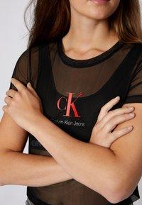 Calvin Klein Jeans - BABY TEE - Print T-shirt - black - 6