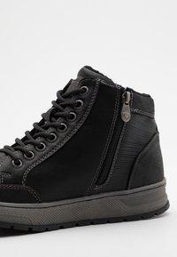 TOM TAILOR - Sneakersy wysokie - black - 5