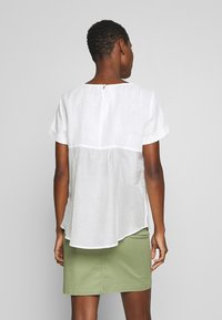 Marc O'Polo PURE - SHORT SLEEVE LOOSE FIT HYBRID STYLE - Blouse - clear white - 2