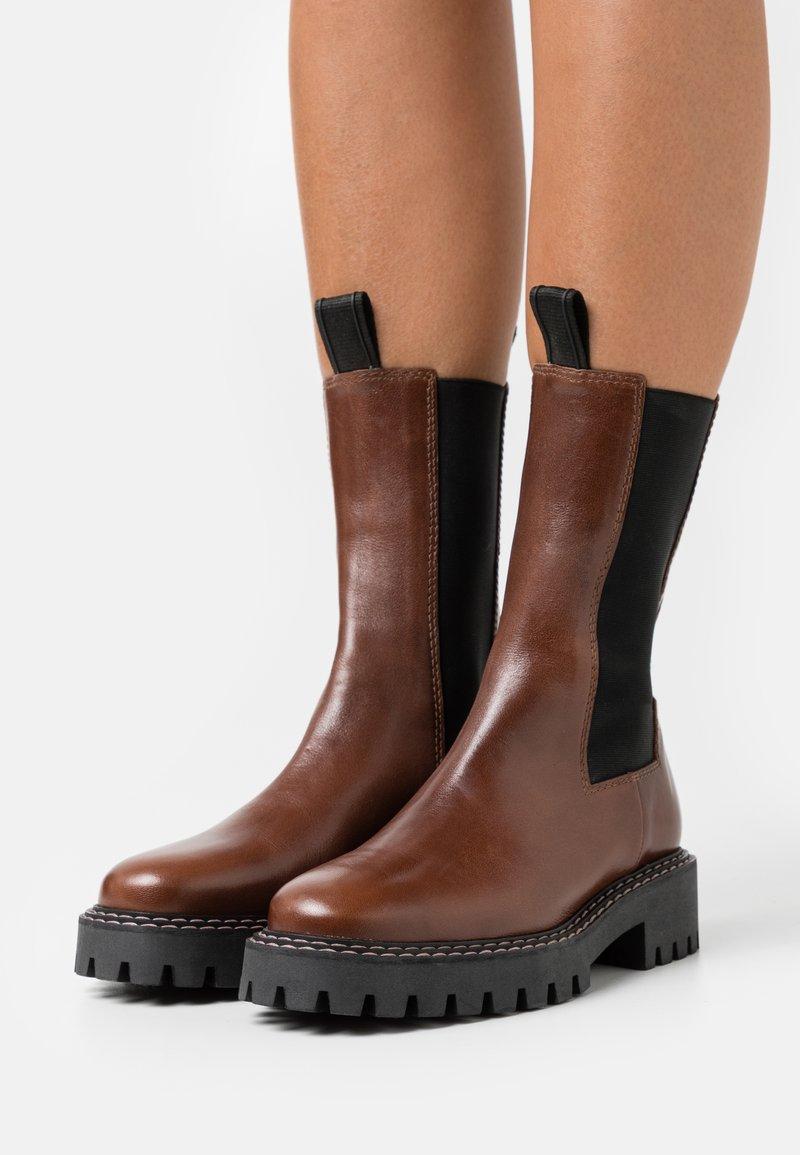 LÄST - ANGIE - Platform boots - brown