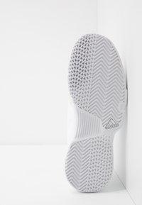 adidas Performance - GAMECOURT - Kengät kaikille alustoille - footwear white/grey - 4