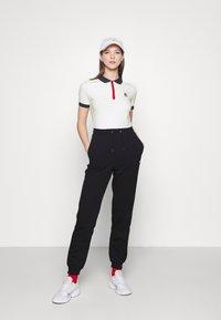 Fila - HATEYA - Print T-shirt - blanc de blanc/black iris - 1