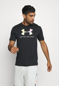 Under Armour - PRIDE - T-shirts med print - black/white - 0