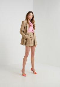 Diane von Furstenberg - SHIANA - Shorts - beige - 1