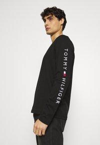 Tommy Hilfiger - LOGO LONG SLEEVE TEE - T-shirt à manches longues - black - 3