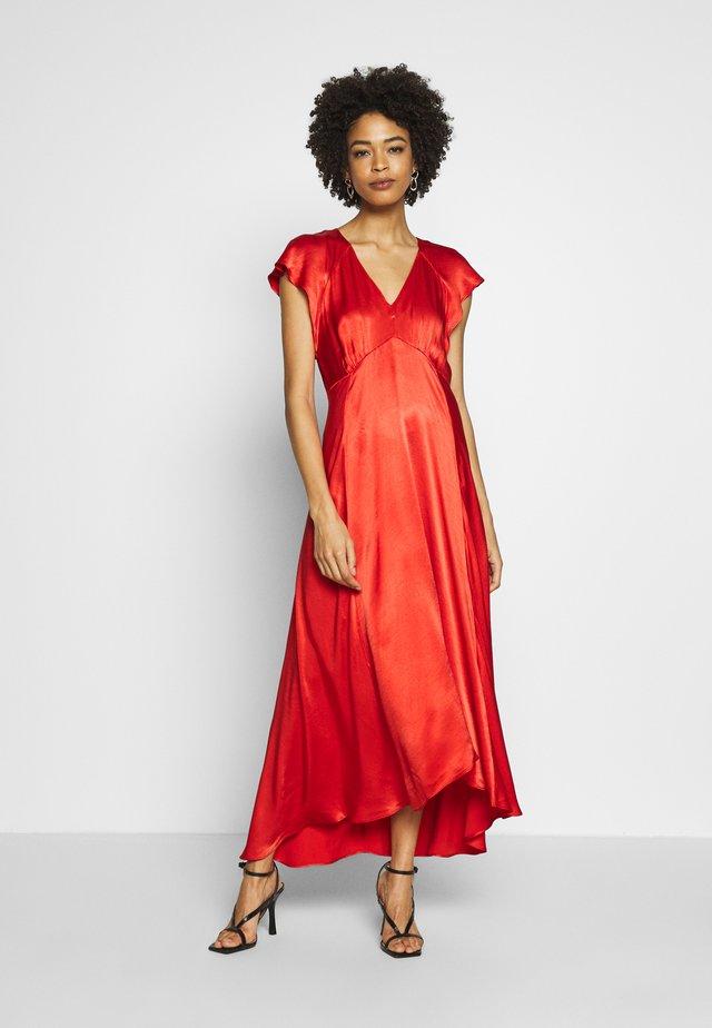 DENISE - Společenské šaty - spicy red