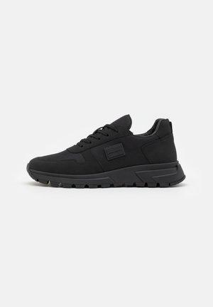 RUNNING KNOB IN  - Sneakers laag - black