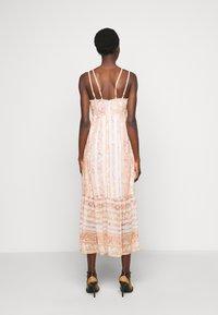 Hope & Ivy Tall - Maxi šaty - offwhite/orange - 2