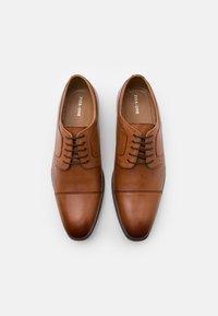 Pier One - LEATHER - Zapatos con cordones - cognac - 3