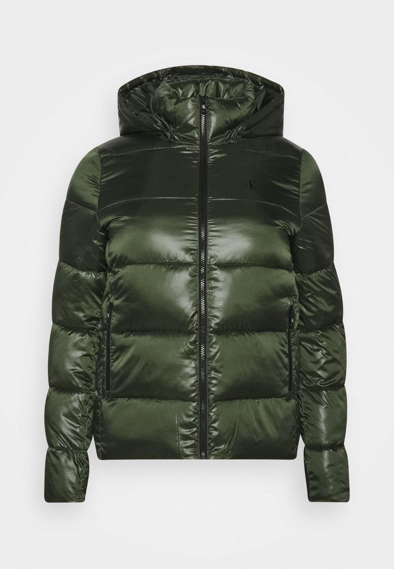 Calvin Klein Jeans Plus - SHINY SHORT PUFFER - Winter jacket - khaki