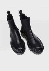 Stradivarius - Kotníková obuv - black - 2