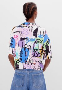 Bershka - MIT BUNTEM  - Button-down blouse - stone - 2