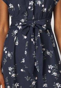Vero Moda - VMFALLIE LONG TIE DRESS - Blousejurk - navy blazer/newhallie - 4