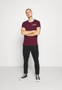 Ellesse - MEDUNO RINGER - Print T-shirt - burgundy - 1