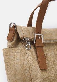 Desigual - BOLS SUMMER AQUILES LOVERTY - Handbag - beige - 5