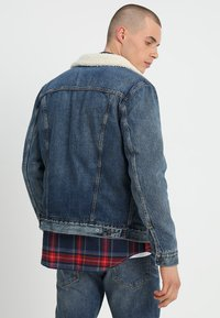 Levi's® - TYPE 3 SHERPA TRUCKER - Denim jacket - mayze sherpa trucker - 2