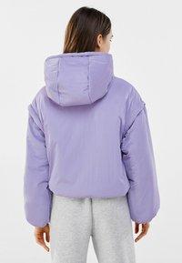 Bershka - MIT ABNEHMBAREN ÄRMELN  - Winter jacket - mauve - 2