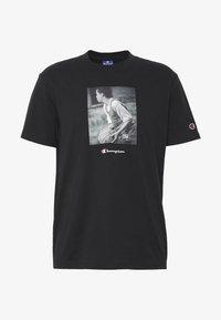 Champion Rochester - ROCHESTER THEME CREWNECK  - T-shirt imprimé - black - 3